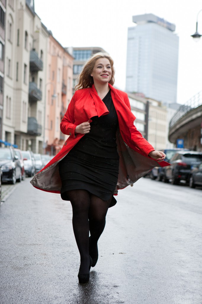 Plus-Size-Red-Trenchcoat-Model-Caterina-Pogorzelski