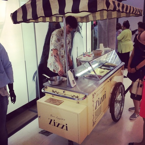 A wonderful idea: free ice cream in front of the Zizzi stand.