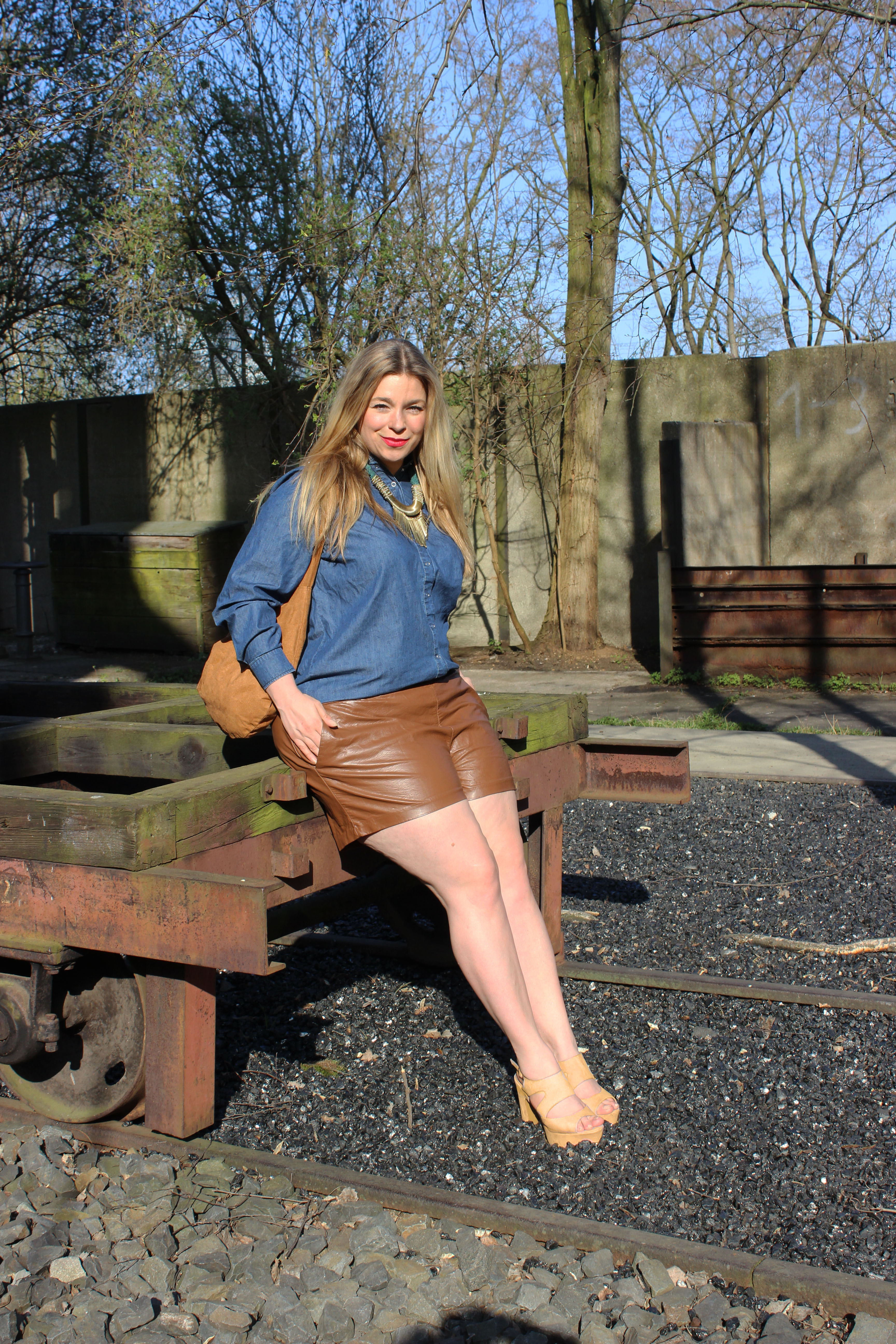 Denim&leathershorts-caterina-pogorzelski-Plus-size-curvy-Blog_berlin-große-Größe