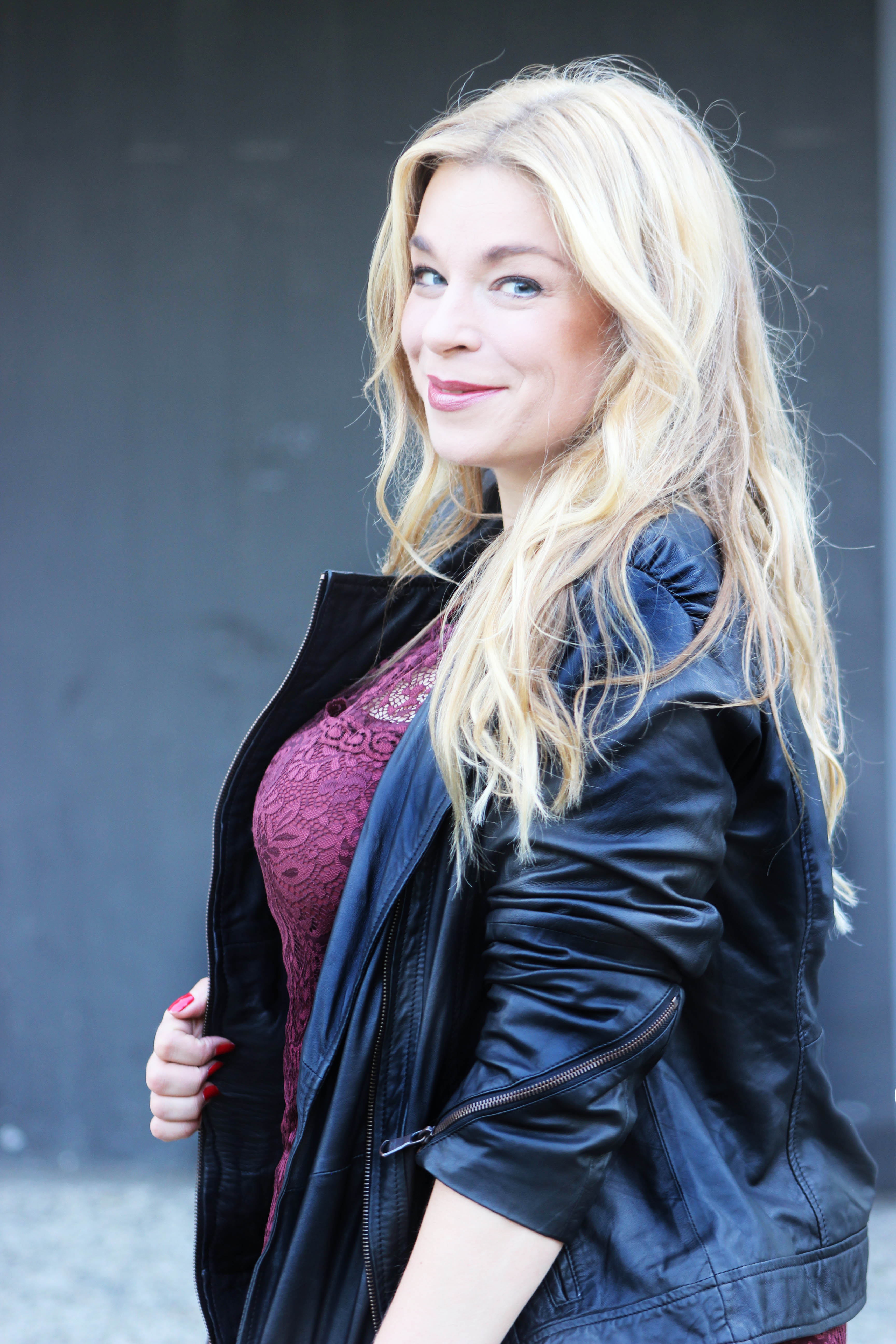 Marsala-Caterina-pogorzelski-Sheego-Plussizeblogger-Annascholz-Megabambi