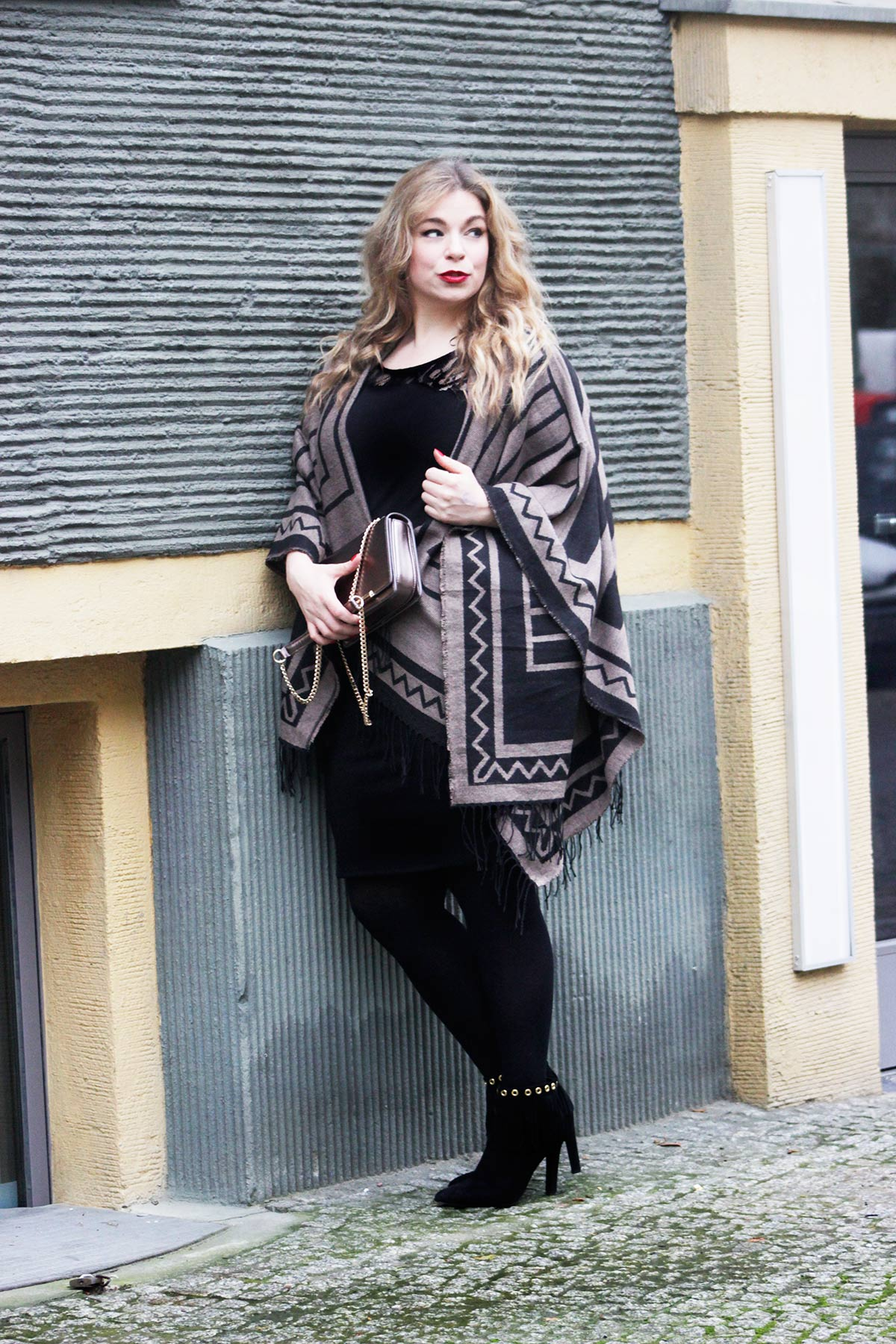 Megabambiblog-Plussizemodel-caterinapogorzelski-Oona-Junarose Dress