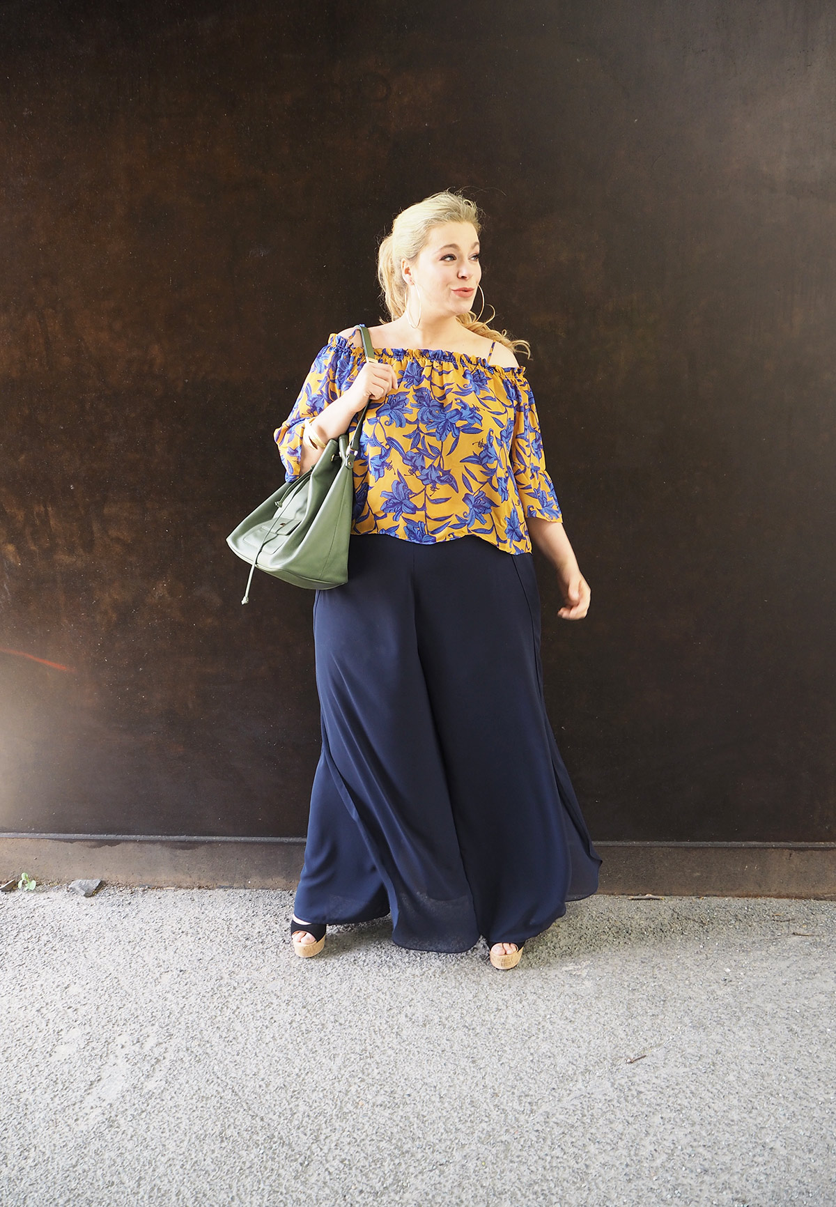 "Plus-Size-Trend-Schulterfreie-""It-Pieces""-Megabambi-caterina-pogorzelski"