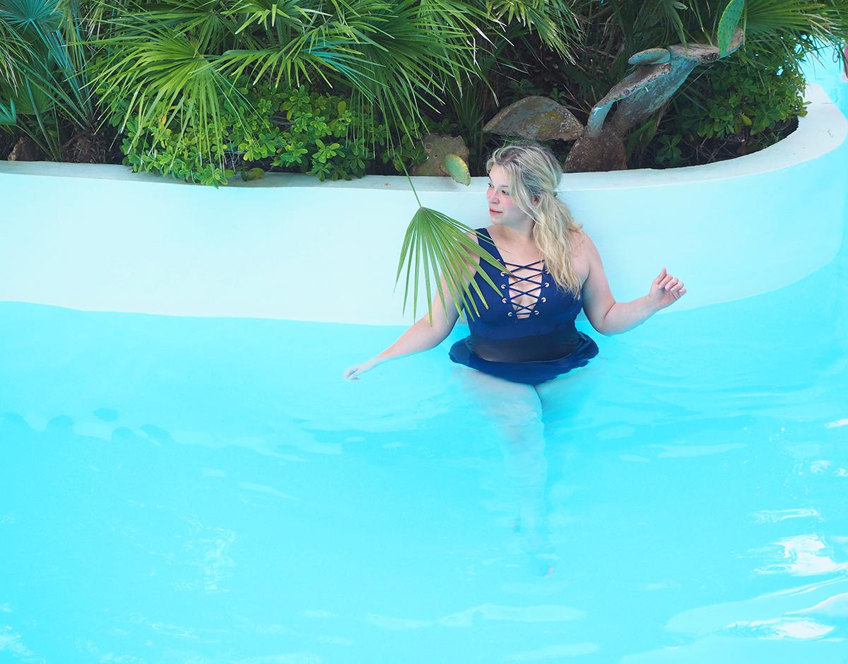 Plussizeblogger-Plussizeswimwear-Megabambi-curvybathsuit