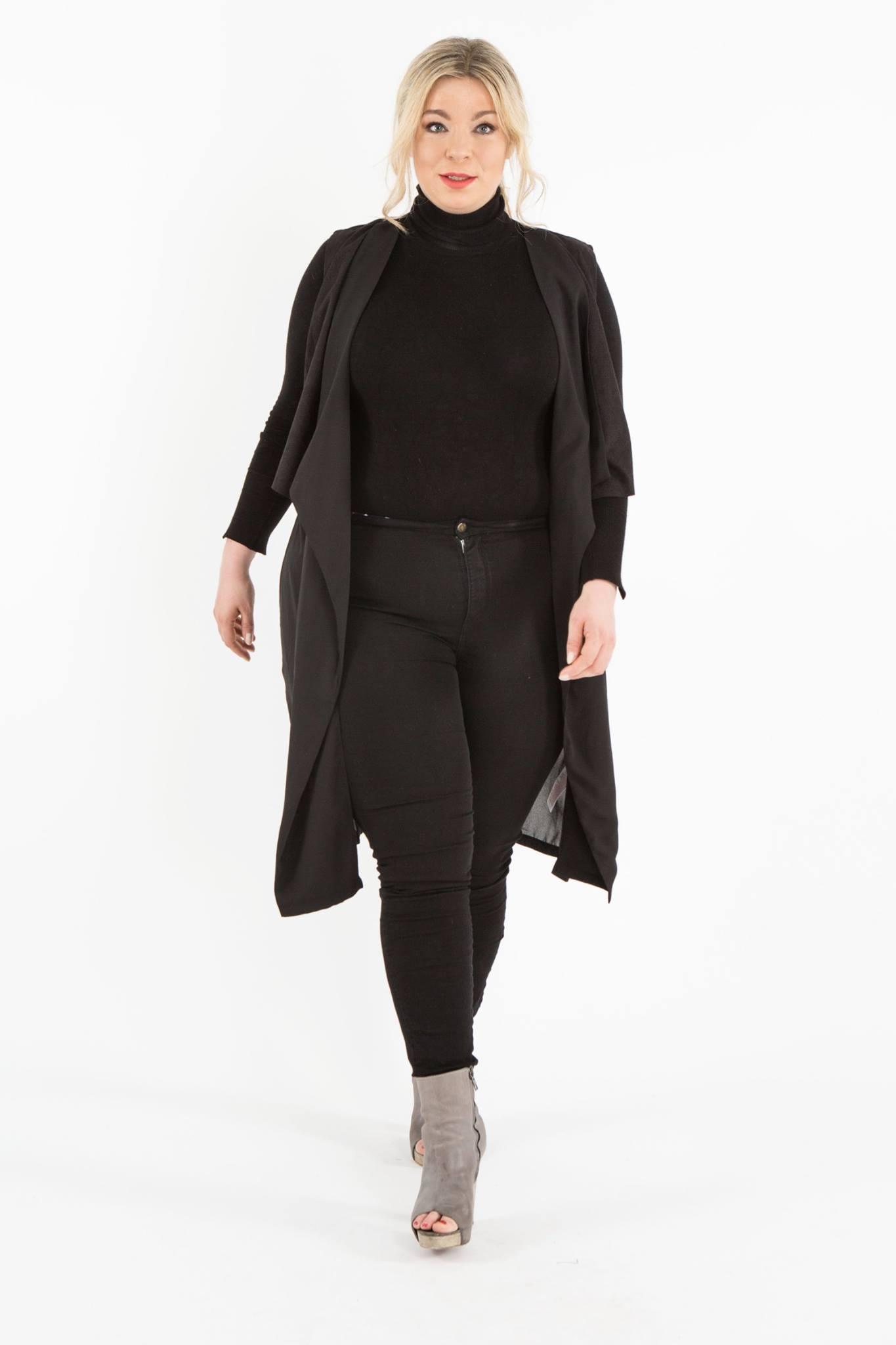 Plussize-Model-Plusmodel-Caterina-pogorzelski-Megabambi-Onlineshop-Job
