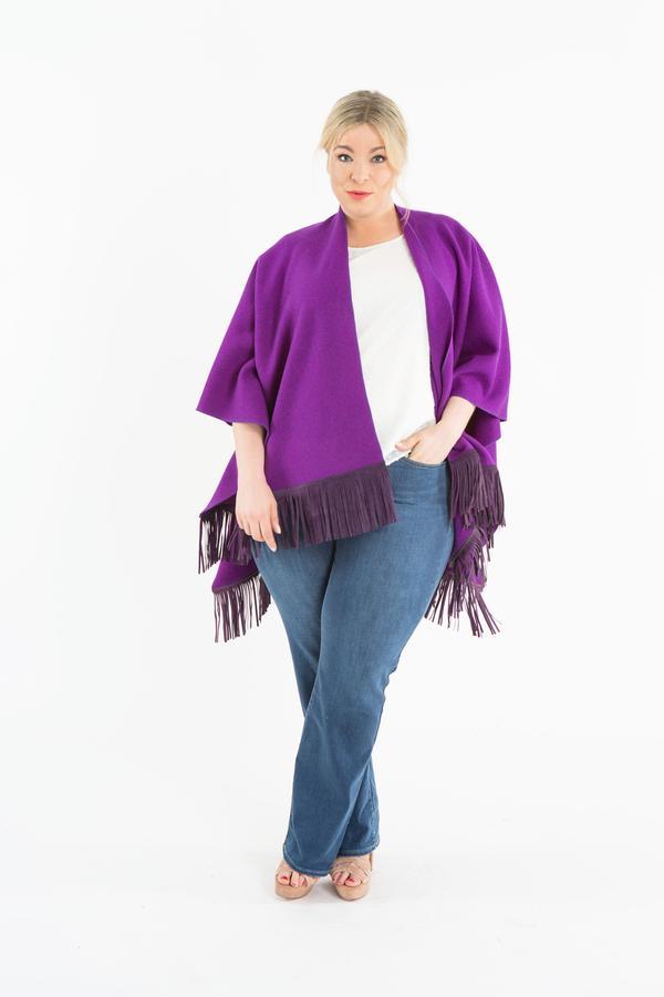 das-cape-madchen-Plussize-Model-Plusmodel-Caterina-pogorzelski-Megabambi-Onlineshop-Job