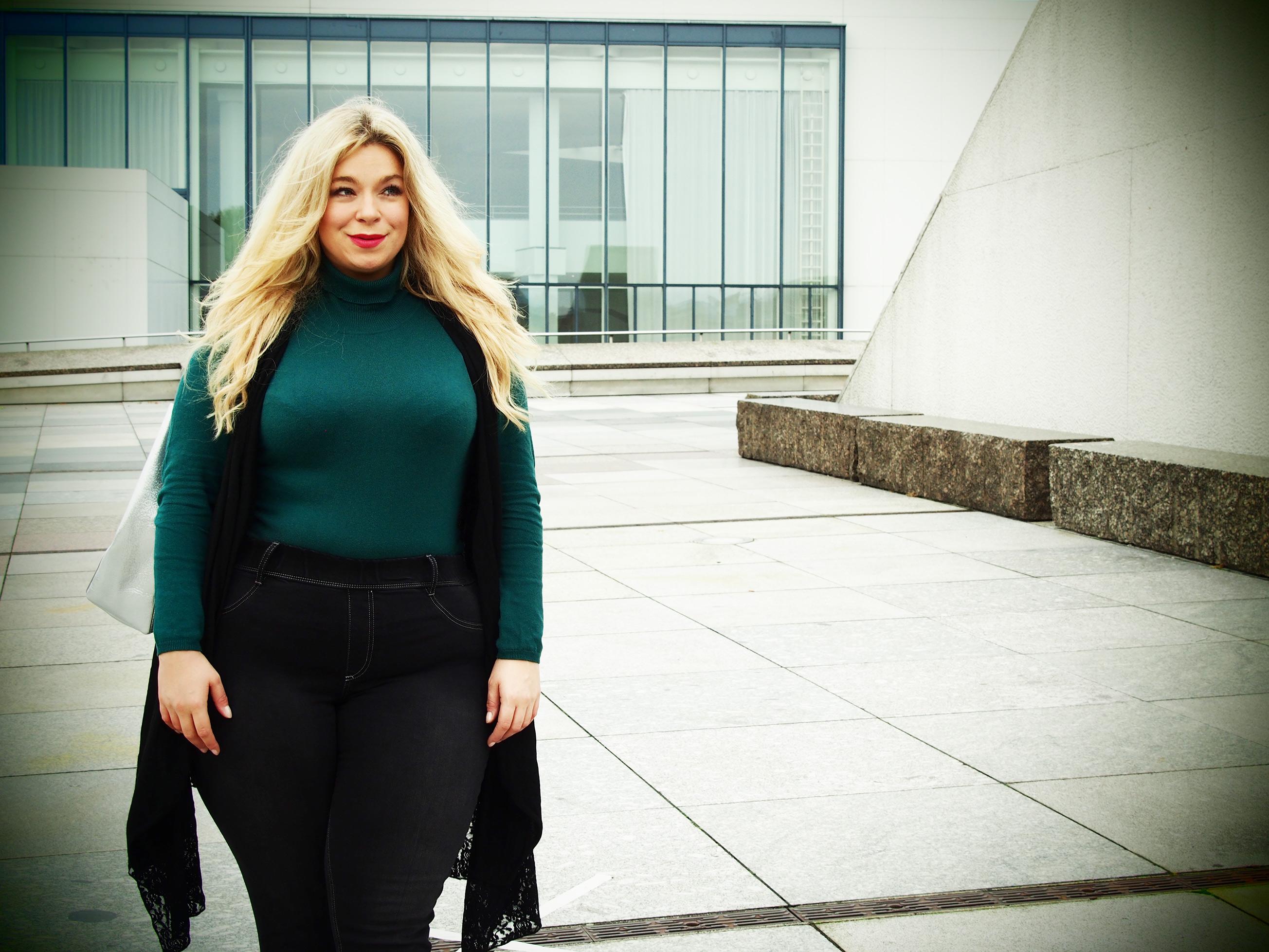 Megabambi-plussize-Caterina-pogorzelski-Plusiszeblogger-plusiszeoutfit-große-größe