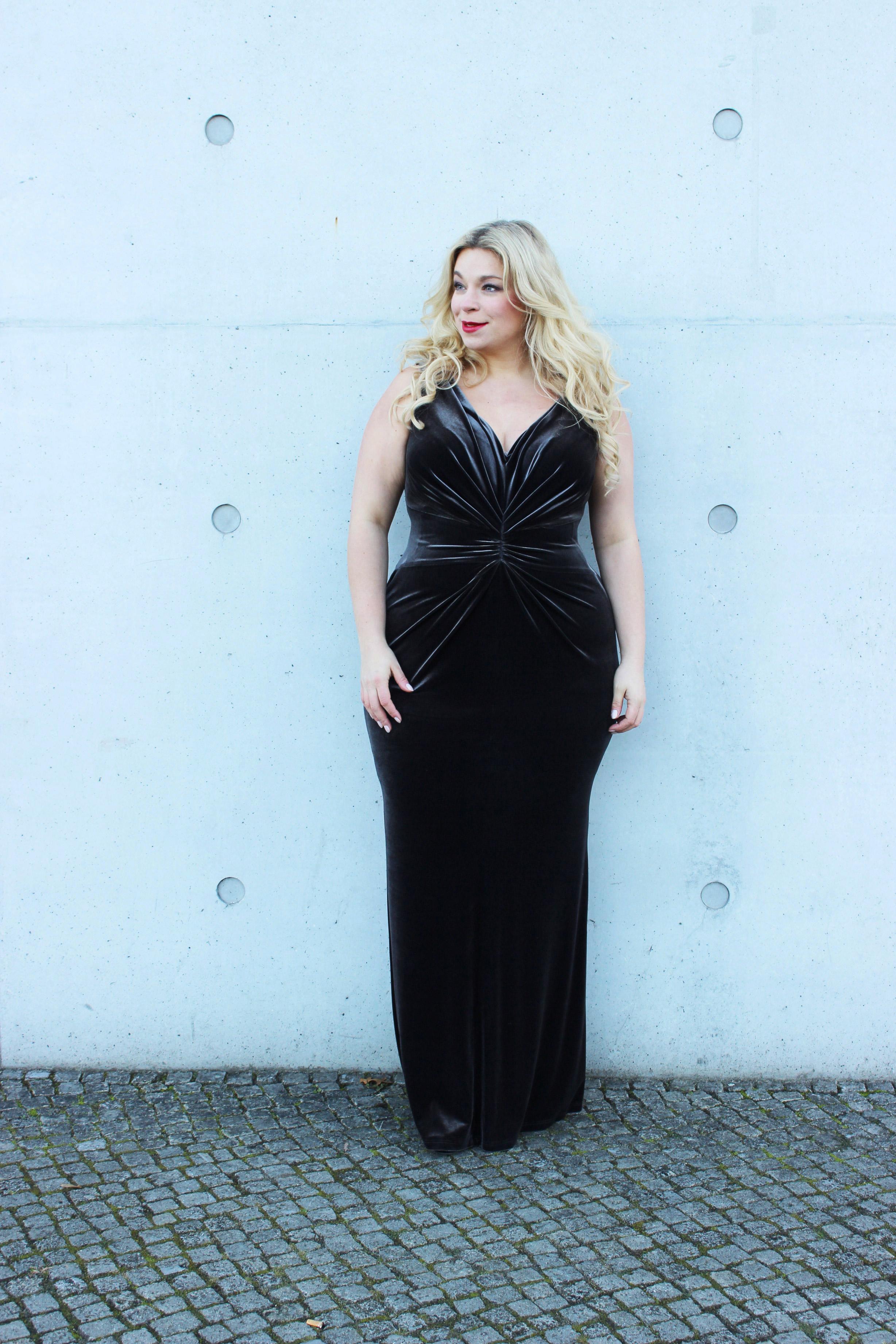 Sallie-Sahne-Minx-Eva-lutz-Plussize-Abendrobe-Roter Teppich-curvymodel-Plussizemodel-Caterina-pogorzelski