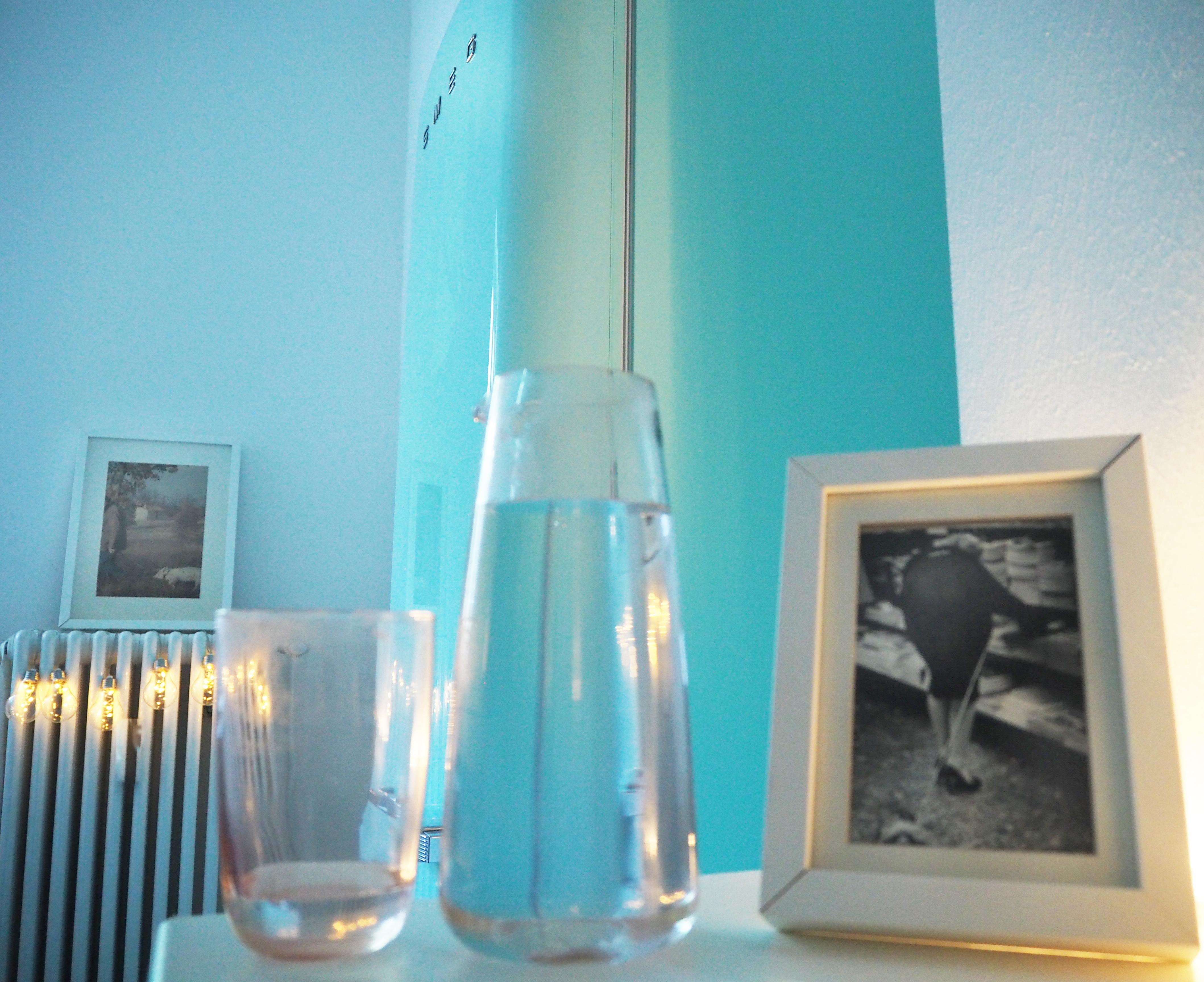 Smeg Kühlschrank Wasser Läuft Aus : Mein versuch wochen lang mehr wasser zu trinken megabambi