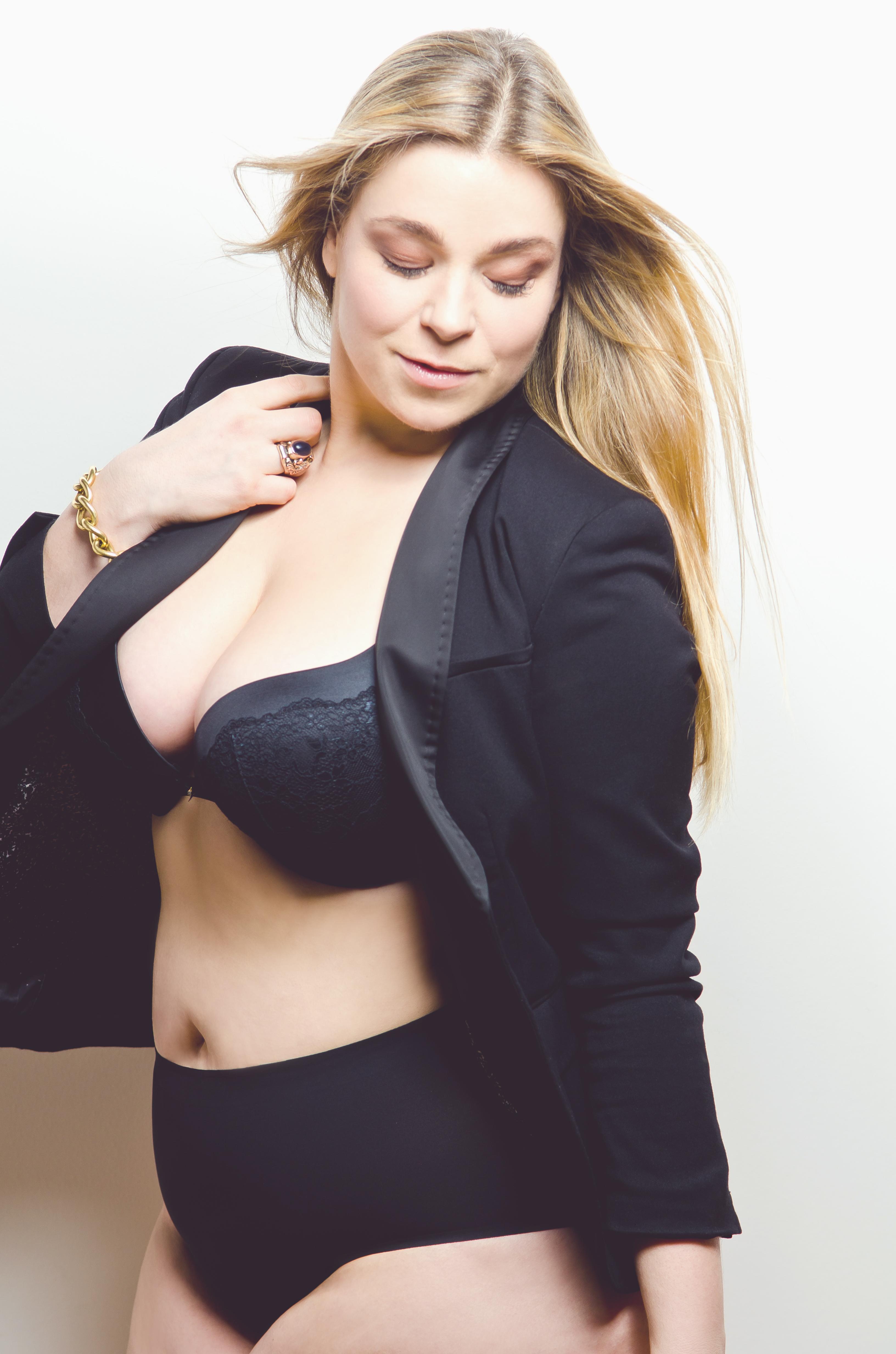 Caterina-pogorzelski-Megabambi-kick