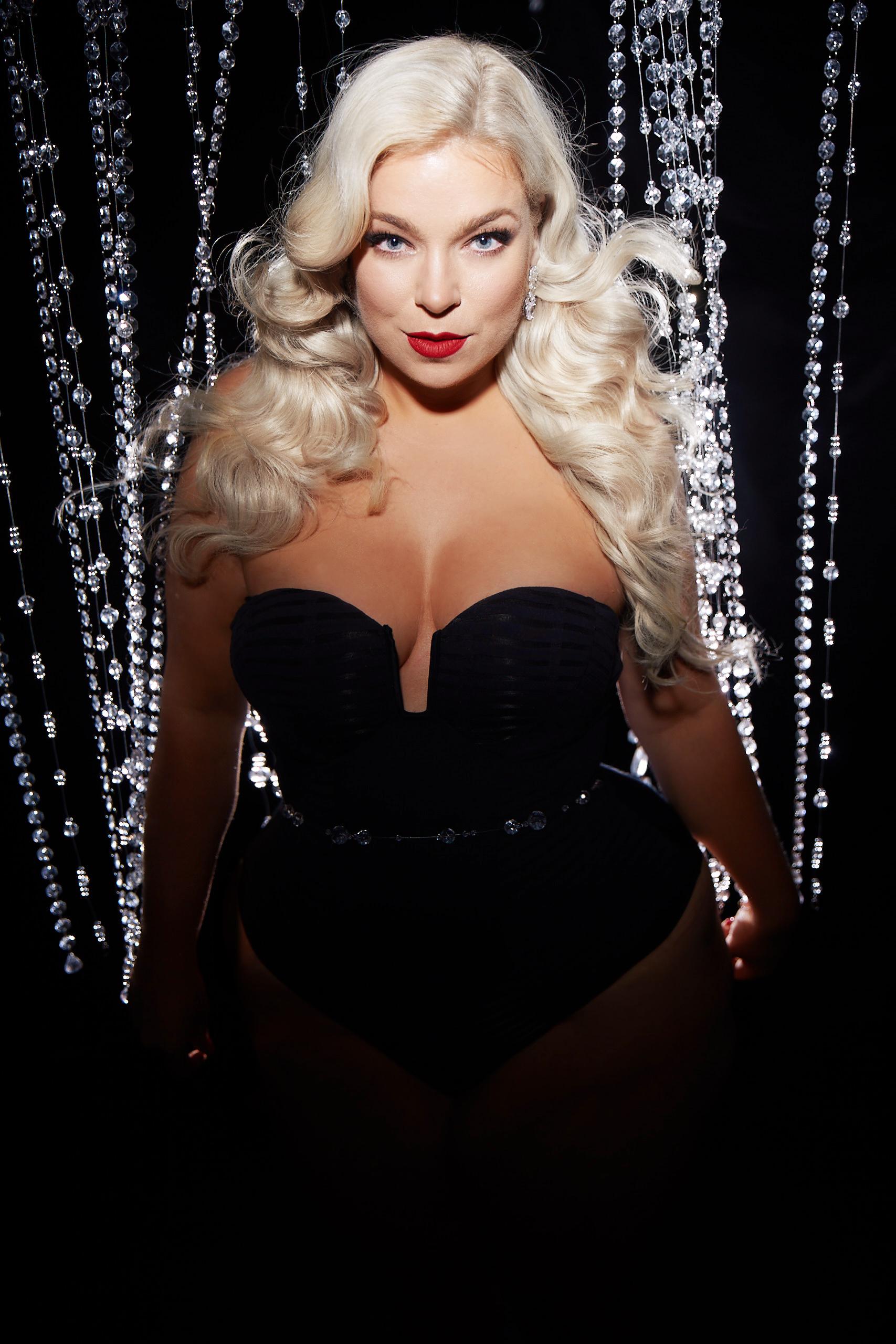 Caterina-pogorzelski-Megabambi-Glamour-Curvy-Model-Plussize-Blogger
