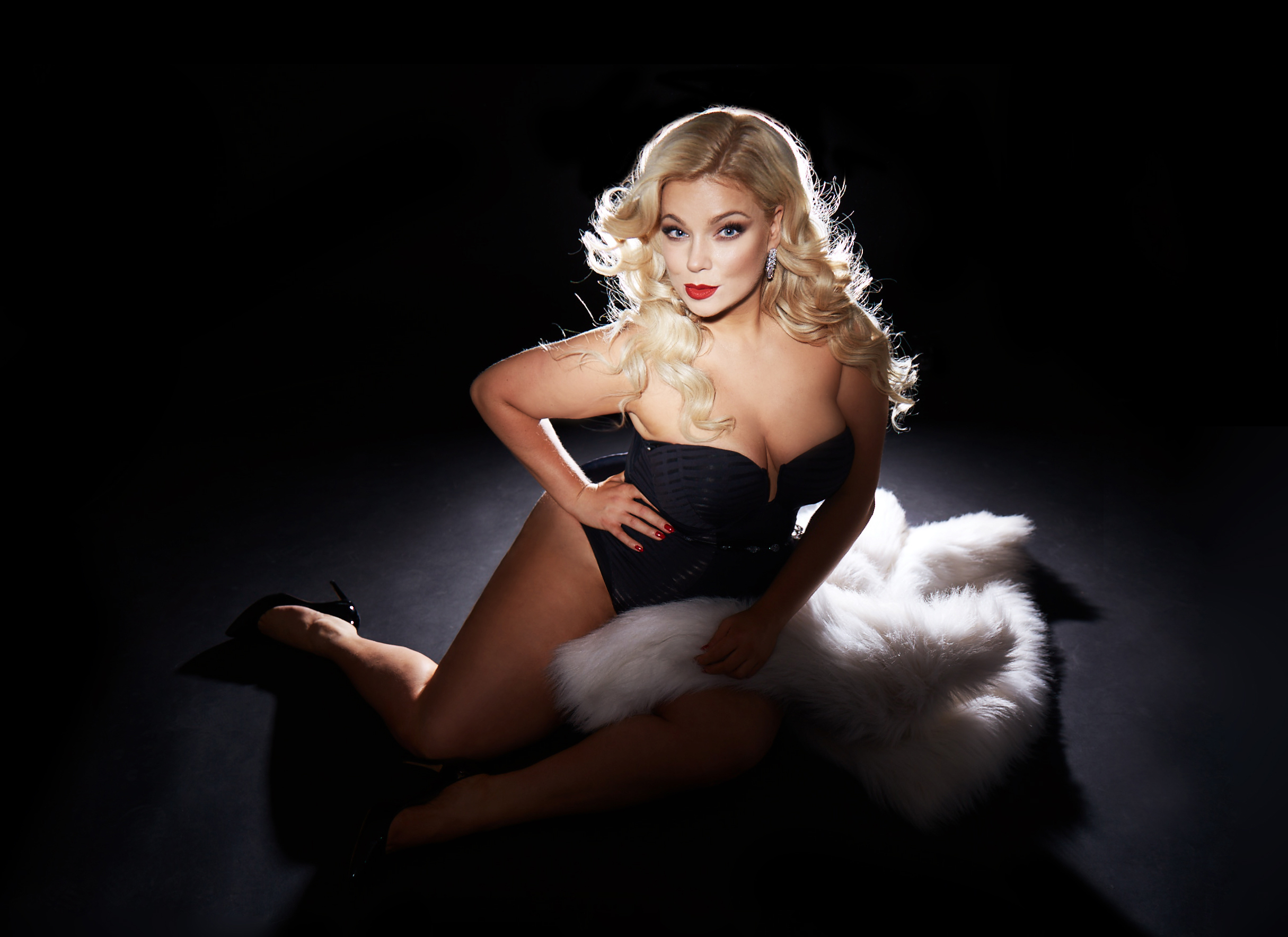 Caterina-pogorzelski-Megabambi-Kupferfux-Glamour-Curvy-Model-Plussize-Blogger