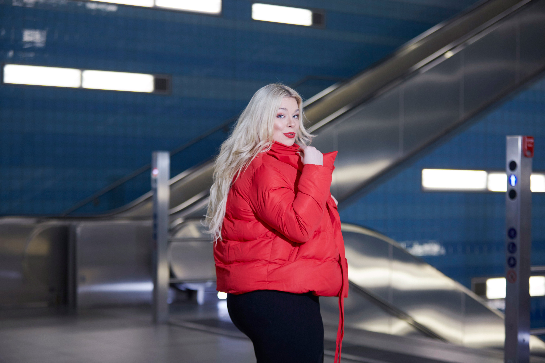 Caterina-puffer-jacken-pogorzelski-curvy-Megabambi-Model-moderatorin