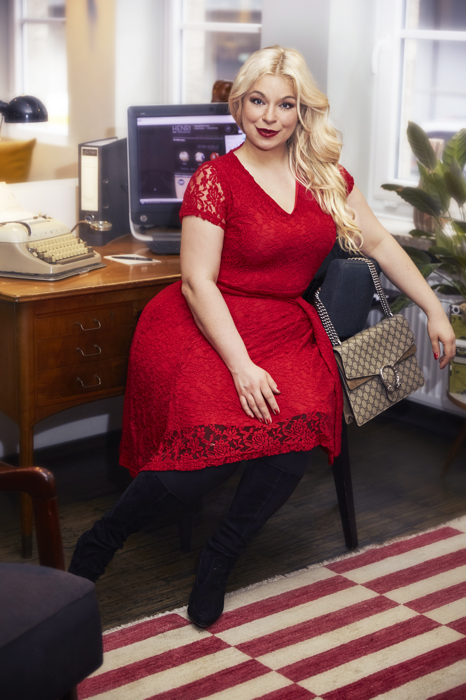 Caterina-pogorzelski-Megabambi-Plussize-Blogger-Rotes-kleid-outift-curvy