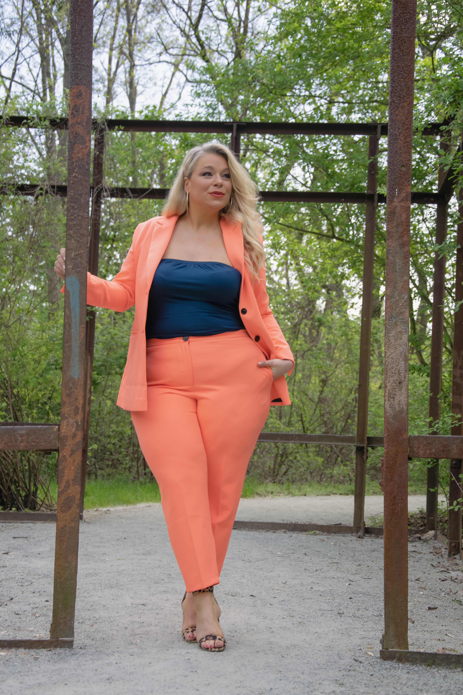 caterina-pogorzelski-megabambi-Mode-Plussize-Powersuit-Hosenzug